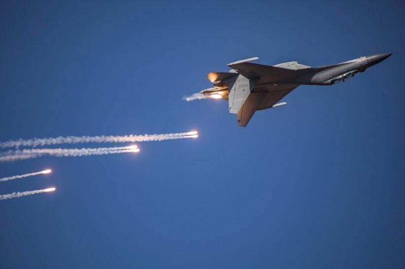 Pesawat Tempur China Dipasangi Rudal Baru yang Belum Pernah Terlihat Sebelumnya