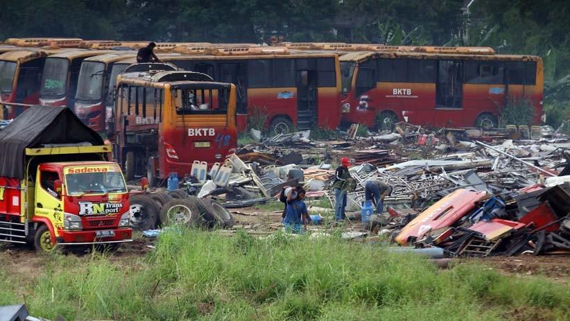 Penampakan 300 Bus Transjakarta Dipotong-potong Jadi Bagian Kecil - Bagian 4