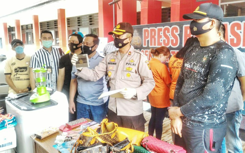 Dua Karyawati di Palembang Ditangkap karena Beli Emas dan Mobil Pakai Uang Perusahaan