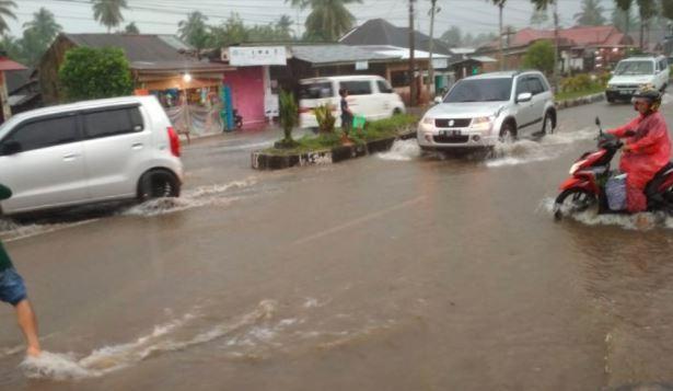 Banjir di Agam Rendam Sejumlah Ruas Jalan, Arus Lalu Lintas Terganggu