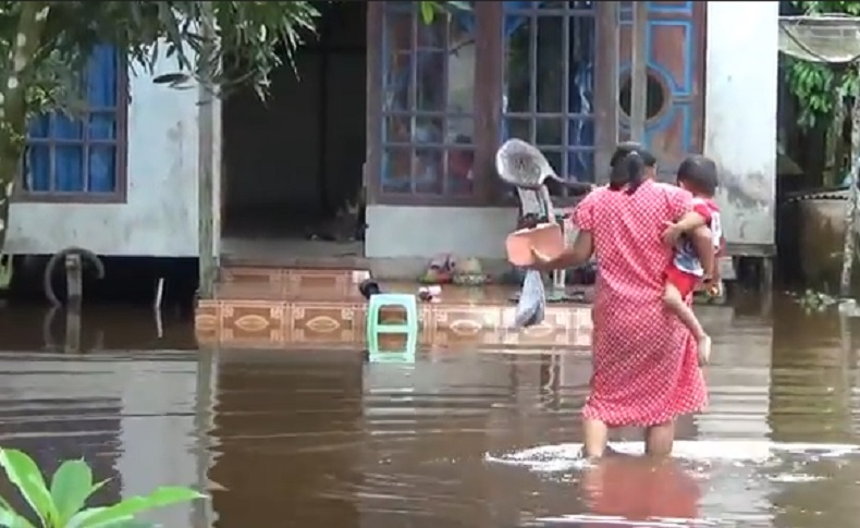Hujan Deras, Banjir Rob Rendam Ratusan Rumah Warga Sambas