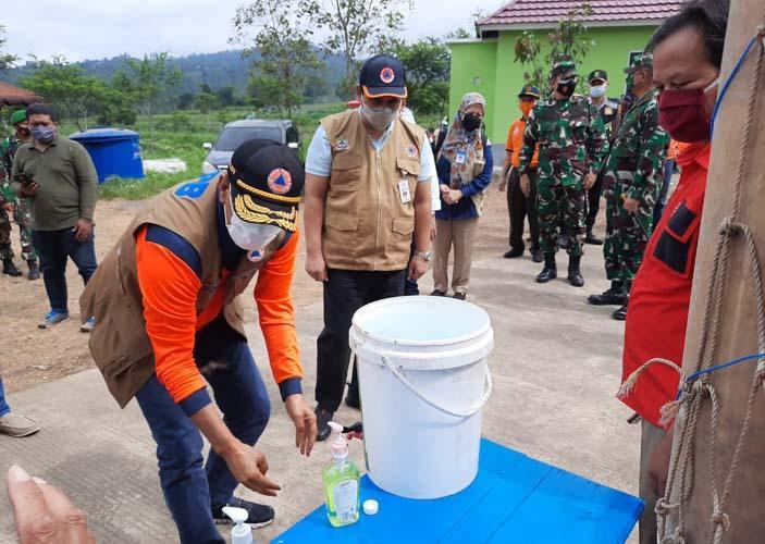 Kepala BNPB Ingatkan Penanganan Pengungsi Merapi Tetap Patuhi Prokes