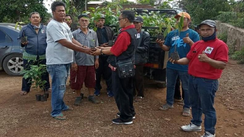 1.200 Bibit Pohon Kopi Ditanam untuk Hijaukan Lahan Kritis di KBB
