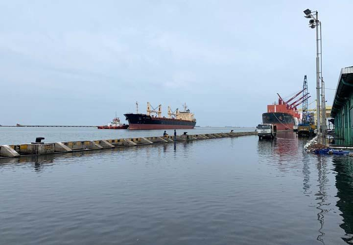 Banjir Rob Rendam Dermaga Pelabuhan Tanjung Emas Semarang
