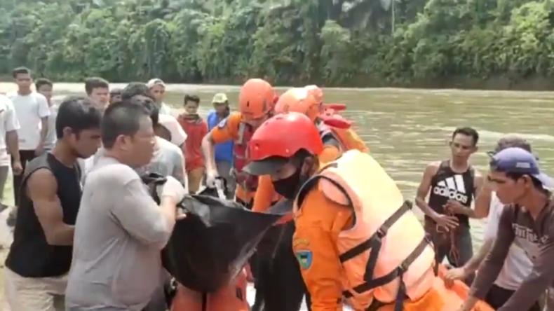 Angkut Hasil Panen, 5 Petani Wanita di Pesisir Selatan  Hanyut di Sungai