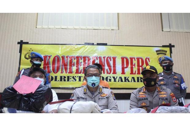Rusak Papan Nama di Gedung DPRD saat Demo Tolak Omnibus Law, 2 Anak Jadi Tersangka