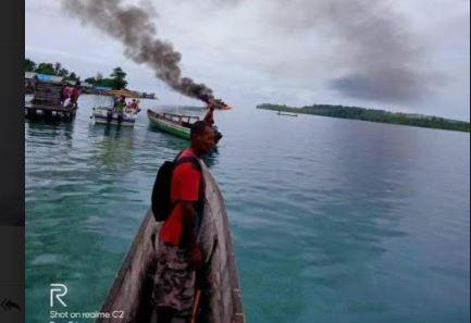 Speedboat RombonganKPU Raja Ampat Terbakar di Distrik Kofiau, 2 Luka Bakar