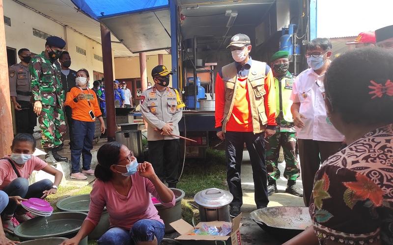 Tiba di Lembata, Doni Monardo Blusukan ke Dapur Umum Korban Erupsi Gunung Ile Ape