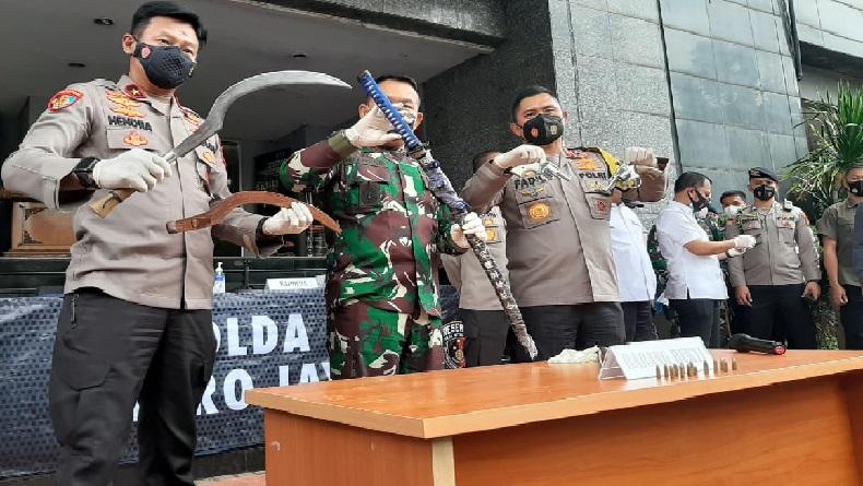 Dor, 6 Pria Diduga Pendukung Habib Rizieq Tumbang Ditembak Polisi di Km 50 Tol Cikampek