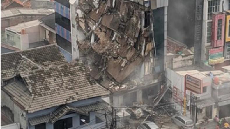 Bangunan Bertingkat di Slipi Roboh, 4 Karyawan Terjebak Reruntuhan