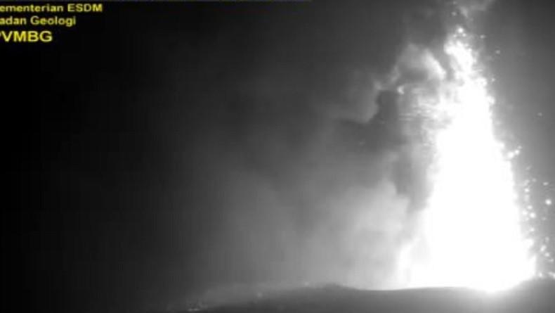 Gunung Anak Krakatau Meletus, Ketinggian Kolom Abu 500 Meter dari Permukaan Laut