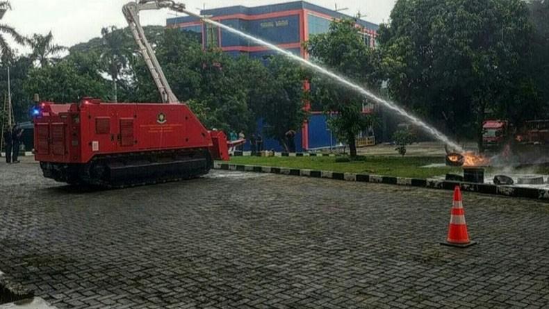 Gulkarmat DKI Uji Coba Robot Pemadam Kebakaran Fasilitas LRT dan MRT