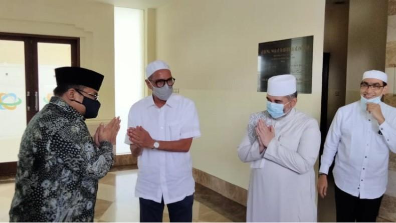 Datangi Sekretariat Rabithah Alawiyah, Menag Disambut Sejumlah Habib