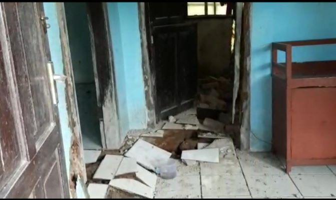 Tanah Satu Kampung Bergerak, Lantai Puluhan Rumah di Ciamis Terbelah dan Terangkat