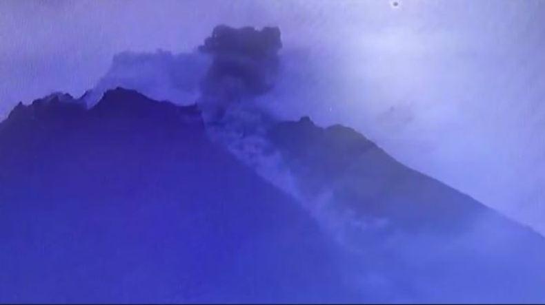 Gunung Merapi Keluarkan Guguran Lava Pijar Sejauh 400-500 Meter