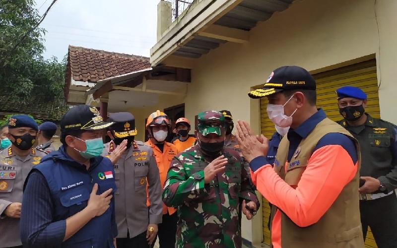 Kepala BNPB Imbau Warga di Lokasi Longsor Cimanggung Sumedang Mau Dipindahkan