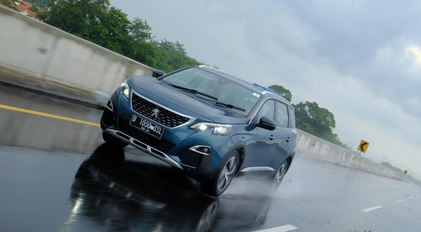 Tips Menghindari Mobil Cepat Kusam di Musim Hujan