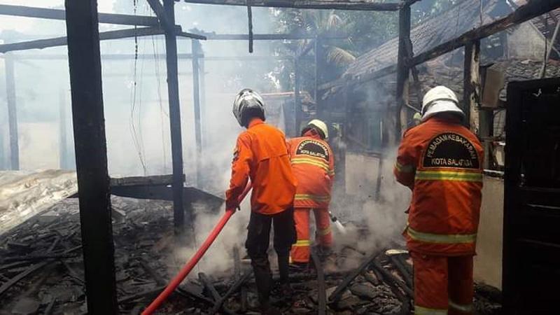 Diduga Korsleting, Rumah Warga Pabelan Semarang Ludes Terbakar