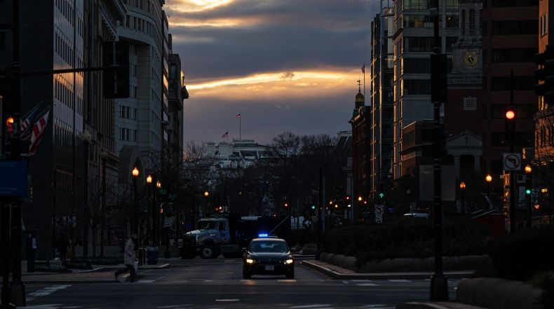 Jelang Pelantikan Biden, Washington DC seperti Kota Hantu yang Dijaga Banyak Tentara