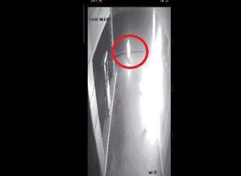Terekam Kamera CCTV, Pria di Sikka Nekat Bakar SPBU Hingga Ikut Terbakar