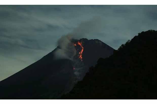 Update Merapi, Sabtu Dini Hari Luncurkan Lava Pajar 17 Kali ke Krasak dan Boyong