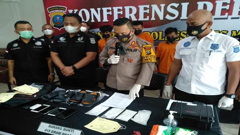 Simpan 415 Gram Sabu di Sandal, 4 Kurir asal Aceh Ditangkap di Medan