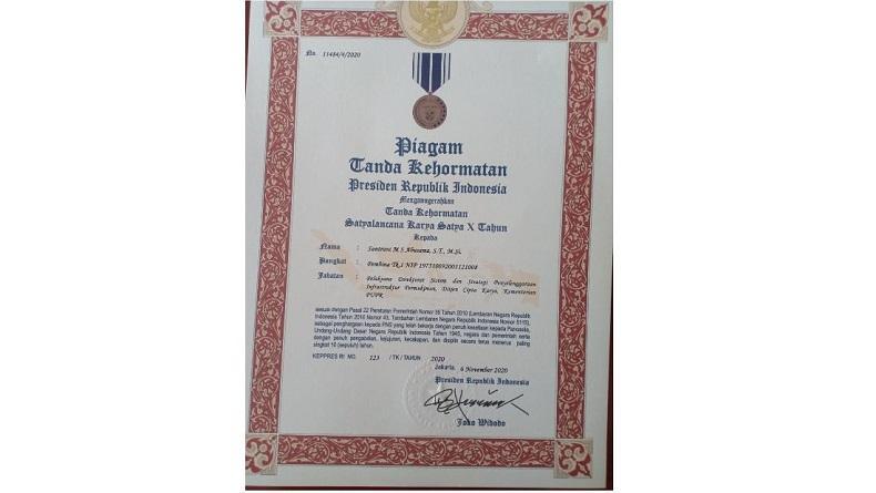 Selamat, Kadis PUPR Malut Dapat Penghargaan Satyalencana Karya Satya dari Presiden Jokowi