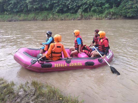 Tiga Hari Dicari, Warga Terseret Sungai Cimanuk Sumedang Belum Ditemukan