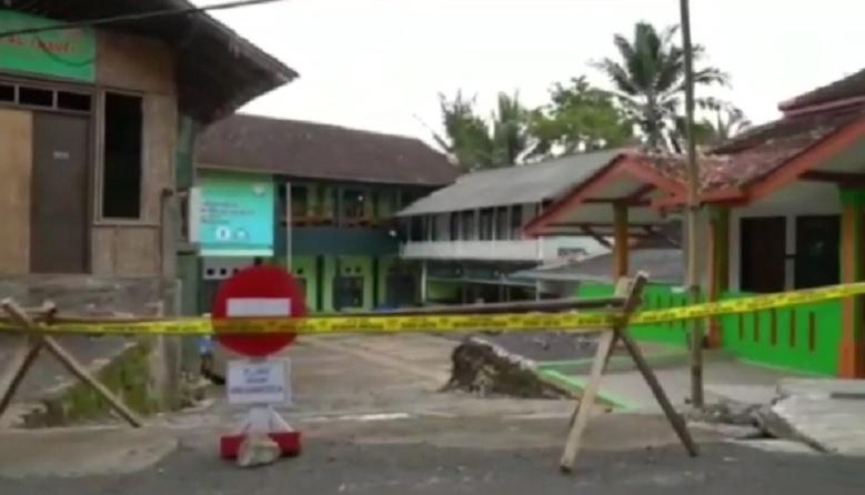 Merebak Kasus Covid-19 di Pesantren, 42 Santri di Garut Diangkut ke Rumah Sakit