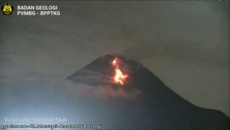 Aktivitas Merapi Masih Tinggi, BPPTKG Catat 21 Lava Pijar Guguran Mengarah ke Kali Sat
