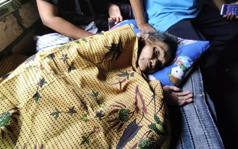Viral, Nenek di Lamongan Lumpuh dan Hidup Tak Terawat Sendirian