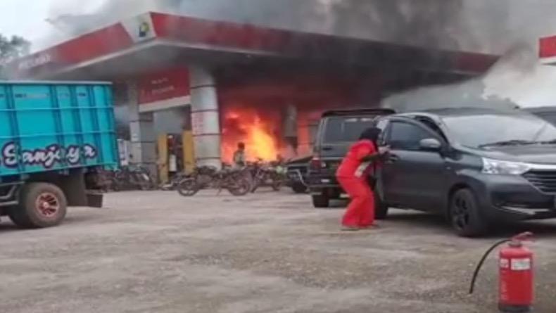 Sepeda Motor Terbakar usai Isi BBM di SPBU Toboali