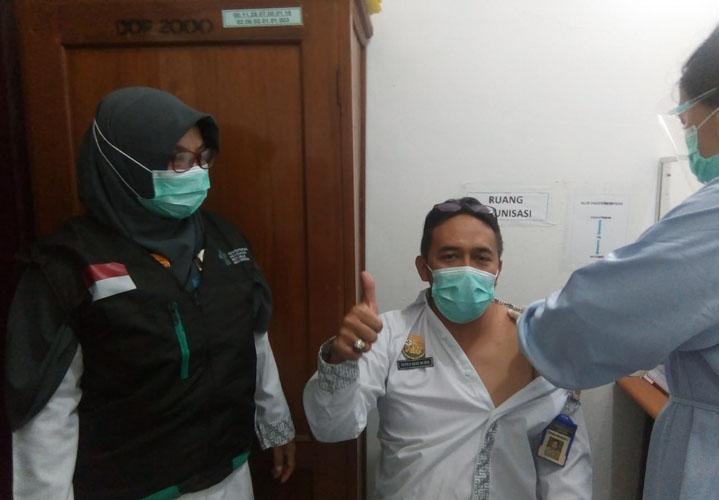 Vaksinasi Tingkat Puskesmas di Karanganyar, 3 Nakes Komorbid Batal Divaksin