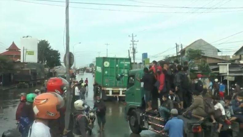 Banjir Masih Rendam Kaligawe Semarang, Karyawan Kesulitan Berangkat Kerja