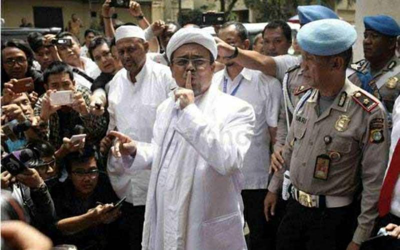 Habib Rizieq Sebut Kerumunan Massa di Bandara akibat Pernyataan Mahfud MD