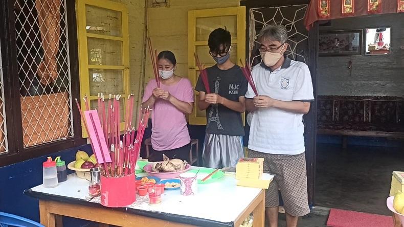 Sambut Imlek, Umat Konghucu di Pangkalpinang Gelar Sembahyang Sam Sip Pu