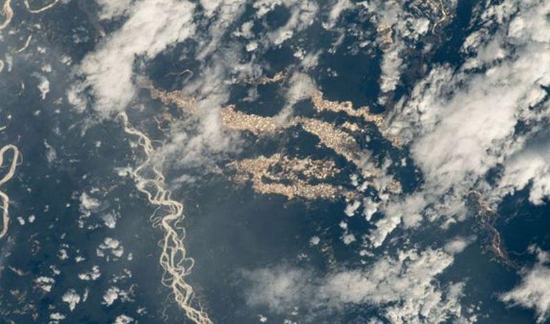 NASA Abadikan Foto Menakjubkan Sungai Emas di Hutan Amazon