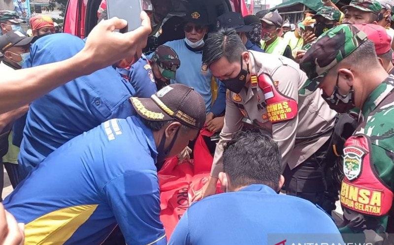 Tak Pakai Pelampung, Petugas UPK Badan Air Tewas saat Bersihkan Sampah di Kali Ciliwung