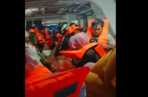 Kapal Feri Diadang Cuaca Buruk di Baubau, Penumpang Panik dan Histeris