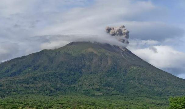 Gunung Ile Lewotolok Erupsi, Kolom Abu Capai 600 Meter