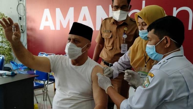 Bupati Aceh Tengah Divaksin Covid, Sempat Tertunda karena Tensi  Darah Tinggi