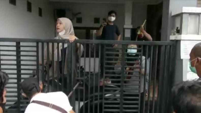 Eksekusi Rumah Elite di Waru Sidoarjo Ricuh, Pemilik Lawan Petugas dengan Tombak