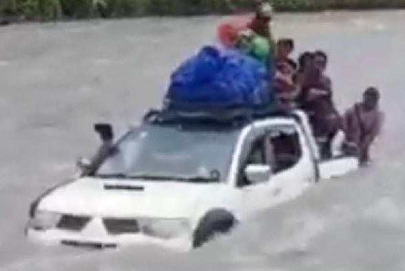 Mobil Pendulang Emas Hanyut Terseret Arus Sungai Kabur di Yahukimo