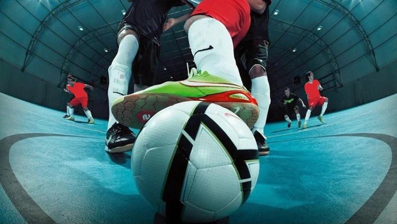 Begini Beda Bola Futsal dan Sepak Bola