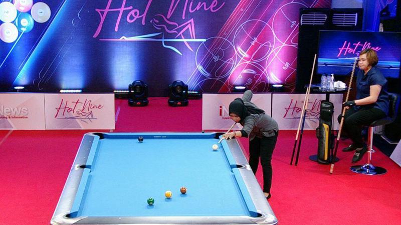 Dini Handayani Taklukkan Naya Ticoalu di Turnamen Biliar Hot Nine Sabtu