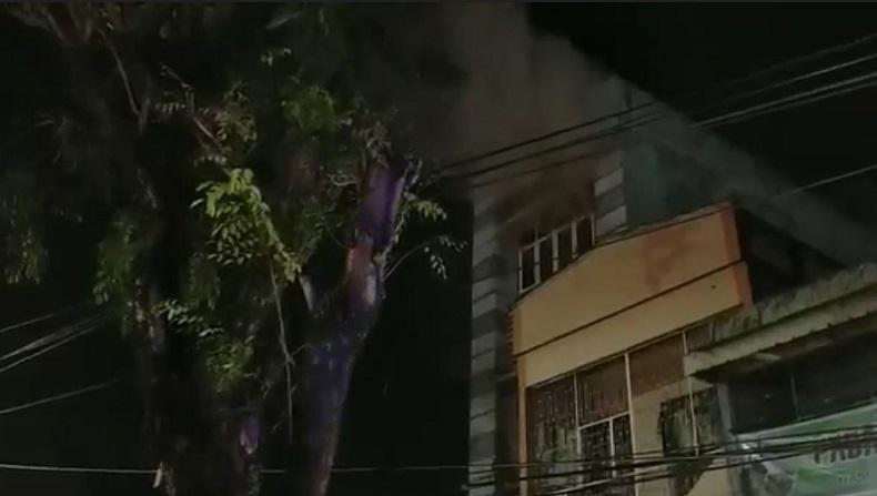 Diduga Korsleting Listrik, Ruko Gudang Makanan di Medan Terbakar