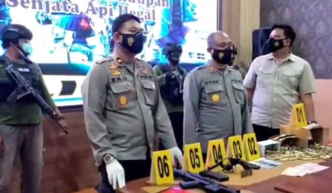 Polda Maluku Tangkap 2 Anggota Polisi Diduga Jual Senpi ke KKB