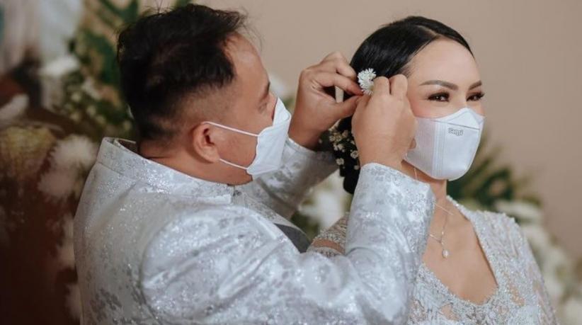 Tak Ada Pernikahan Hari Ini, Kalina Ocktaranny Minta Maaf kepada Vicky Prasetyo