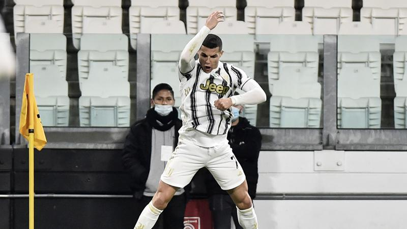 Cristiano Ronaldo Cetak 2 Gol, Juventus Bantai Crotone