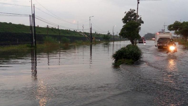 Banjir, Jalan Raya Porong Sidoarjo Ditutup 3 Hari untuk Pengeringan
